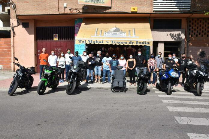 La Asociación Talabyra dona una silla de ruedas.